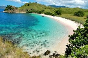 Keindahan Pantai di KepulauanKomodo